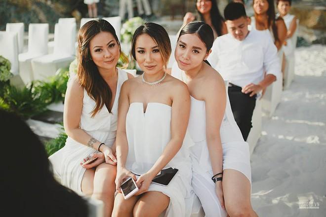 Lễ cưới chỉ 30 khách bên bờ biển của cô dâu Việt kiều được tạp chí châu Á hết lời khen ngợi - Ảnh 16.