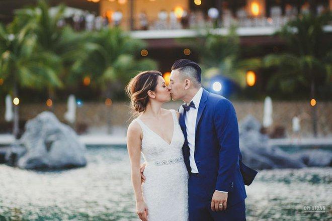 Lễ cưới chỉ 30 khách bên bờ biển của cô dâu Việt kiều được tạp chí châu Á hết lời khen ngợi - Ảnh 2.