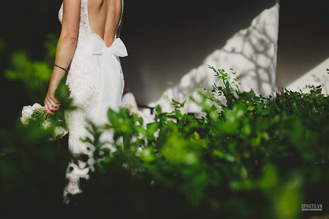 Lễ cưới chỉ 30 khách bên bờ biển của cô dâu Việt kiều được tạp chí châu Á hết lời khen ngợi - Ảnh 12.