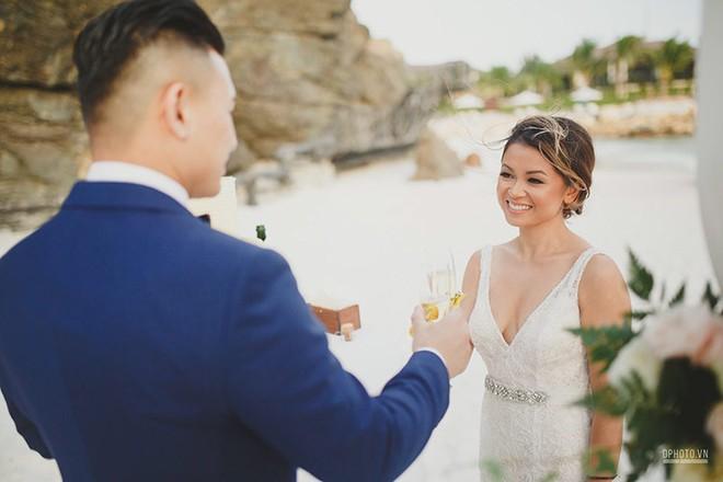 Lễ cưới chỉ 30 khách bên bờ biển của cô dâu Việt kiều được tạp chí châu Á hết lời khen ngợi - Ảnh 17.