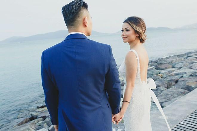Lễ cưới chỉ 30 khách bên bờ biển của cô dâu Việt kiều được tạp chí châu Á hết lời khen ngợi - Ảnh 20.