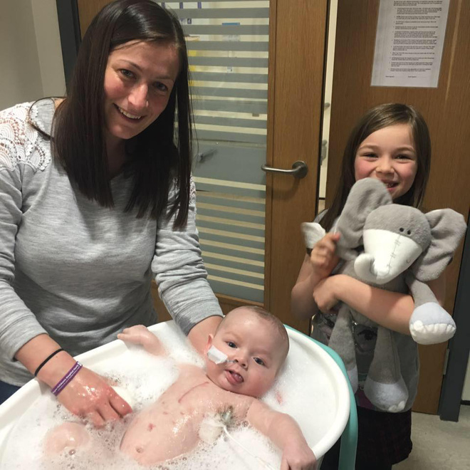 Em bé sơ sinh kiên cường nhất quả đất, giành lại sự sống từ tay tử thần sau 15 tiếng đồng hồ tim ngừng đập - Ảnh 6.