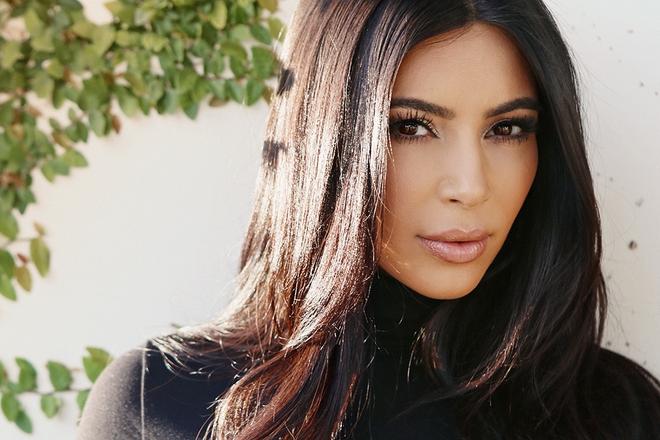 """Bí mật mái tóc bóng, sáng óng ánh của cô Kim """"siêu vòng 3"""", bạn cũng làm được - Ảnh 1."""