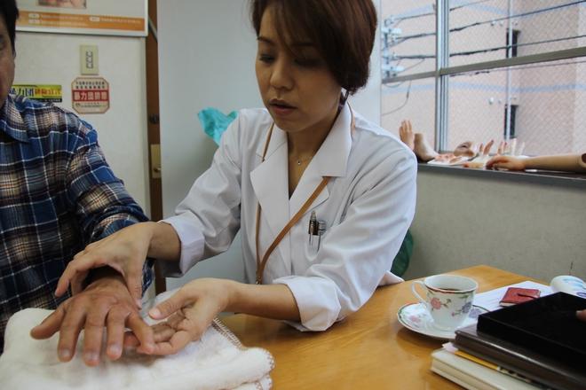 """Người phụ nữ giúp cựu mafia Nhật nối ngón tay bị chặt với phương châm làm việc """"sắt đá"""" khiến giang hồ bái phục - Ảnh 2."""