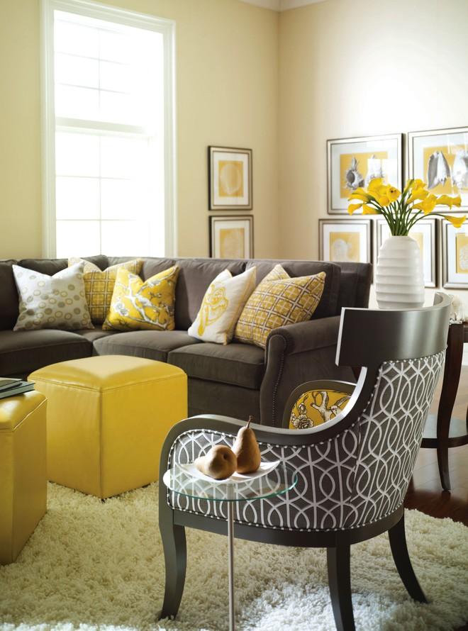 Những ý tưởng trang trí phòng khách với cặp đôi không bao giờ lỗi mốt: vàng - xám - Ảnh 2.