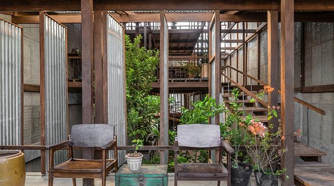 Dùng tấm tôn làm vật liệu chính, ngôi nhà ở Châu Đốc này vẫn khiến báo Tây ngạc nhiên vì quá đẹp - Ảnh 4.