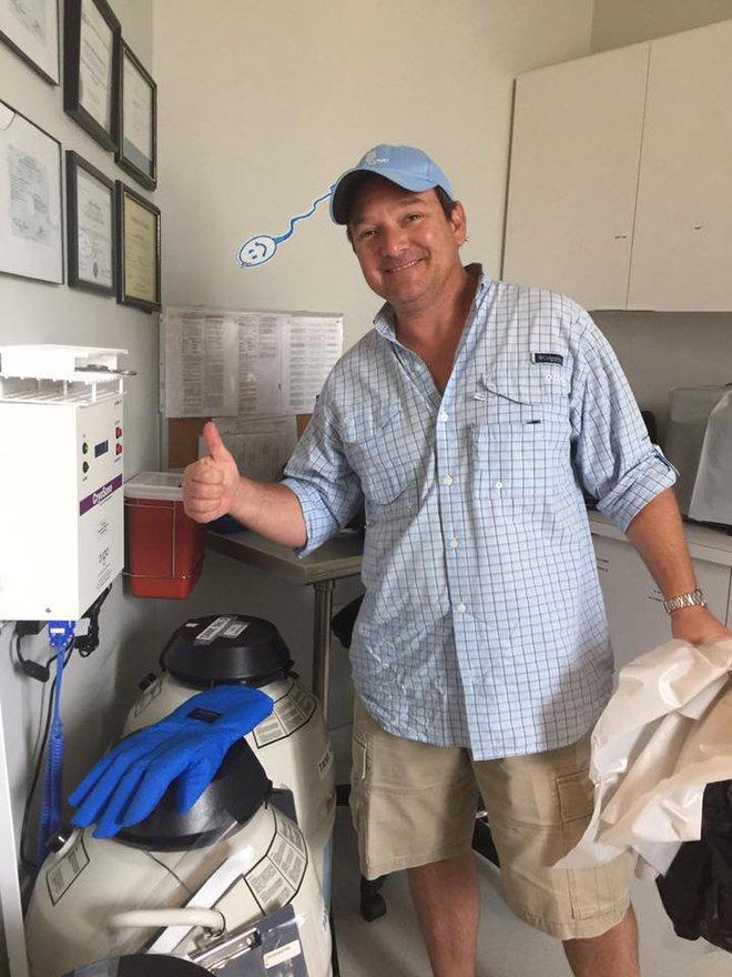 Trong cơn bão Irma, vị bác sĩ này nhất định không chịu di tản để bảo vệ hy vọng của những bệnh nhân hiếm muộn - Ảnh 4.