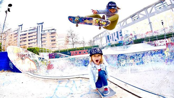 Ai cũng thót tim khi xem cô bé 8 tuổi cùng em trai trượt ván đầy mạo hiểm - Ảnh 10.
