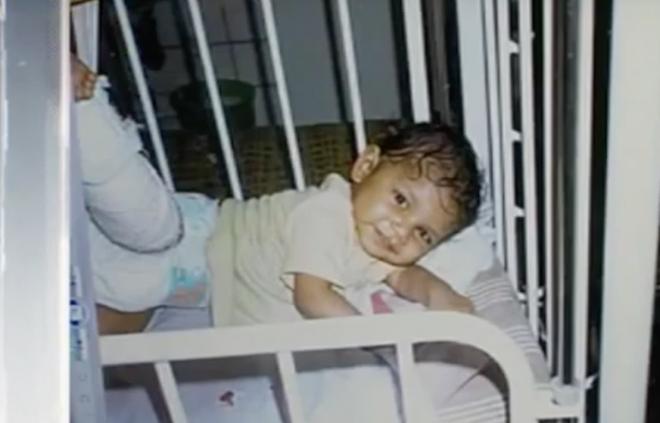 Bỏ rơi con chờ chết trong ngôi nhà hoang, 10 năm sau, bà mẹ ôm mặt khóc vì quyết định sai lầm - ảnh 1