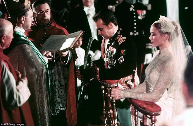 Toàn cảnh đám cưới thế kỷ vươt mặt ngày trọng đại của công nương Kate - hoàng tử William về độ xa hoa - Ảnh 4.