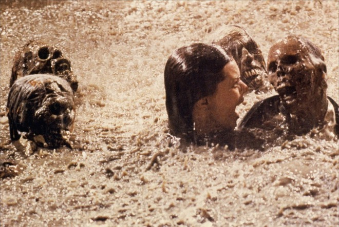 Từ cái chết uẩn khúc của ngôi sao nhí đến lời nguyền đáng sợ từ bộ phim kinh dị nổi tiếng nhất mọi thời đại - Ảnh 9.