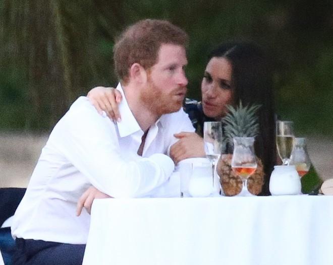 Hoàng tử Harry nối gót anh trai viết nên chuyện tình cổ tích với cô gái hơn 3 tuổi và từng qua một lần đò - Ảnh 4.