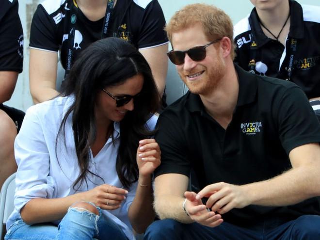 Hoàng tử Harry nối gót anh trai viết nên chuyện tình cổ tích với cô gái hơn 3 tuổi và từng qua một lần đò - Ảnh 9.