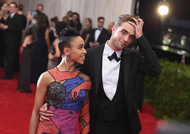 Sau 3 năm mặn nồng, ma cà rồng Robert Pattinson chính thức chia tay vợ chưa cưới - Ảnh 1.
