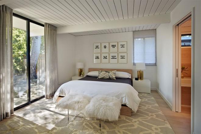 Thiết kế phòng ngủ theo phong cách Midcentury ấm áp đón đông về - Ảnh 2.