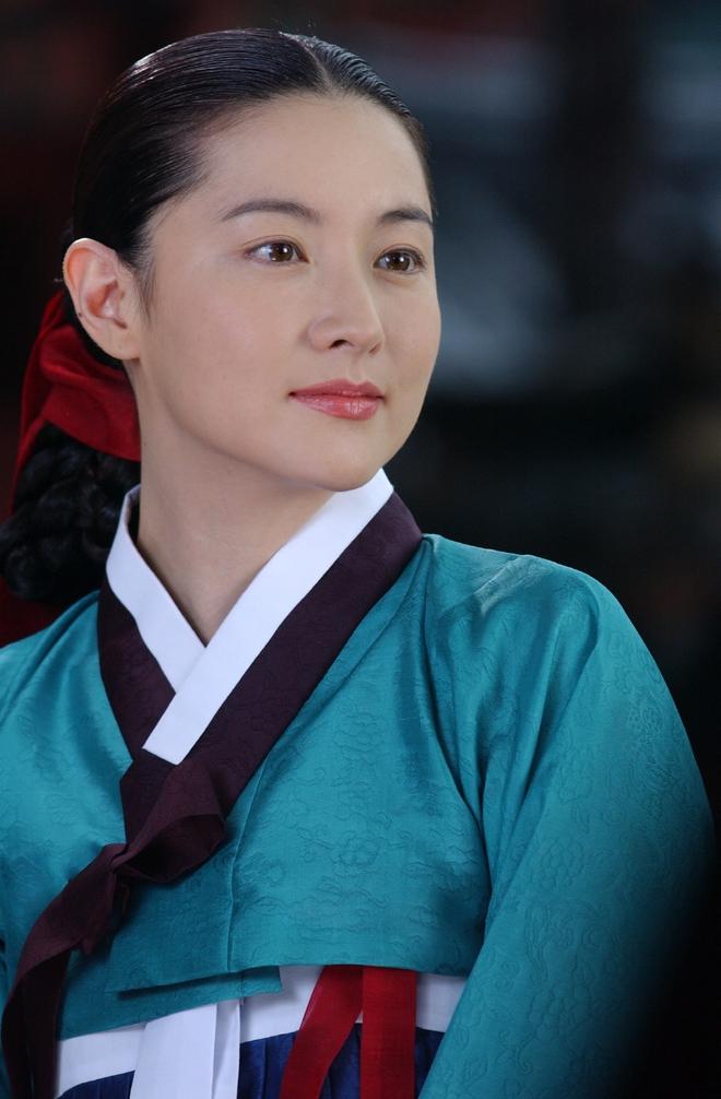 Dàn sao Nàng Dae Jang Geum sau 14 năm: Người vai chính viên mãn, kẻ vai phụ lận đận chưa thể tỏa sáng - Ảnh 1.
