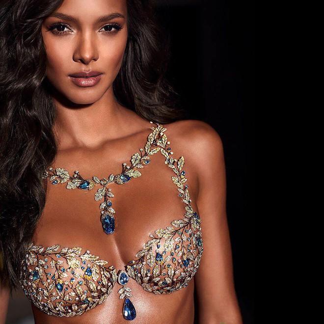Victorias Secret chính thức hé lộ chiếc Fantasy Bra long lanh trị giá 45 tỷ VNĐ và thiên thần sẽ trình diễn nó - Ảnh 1.