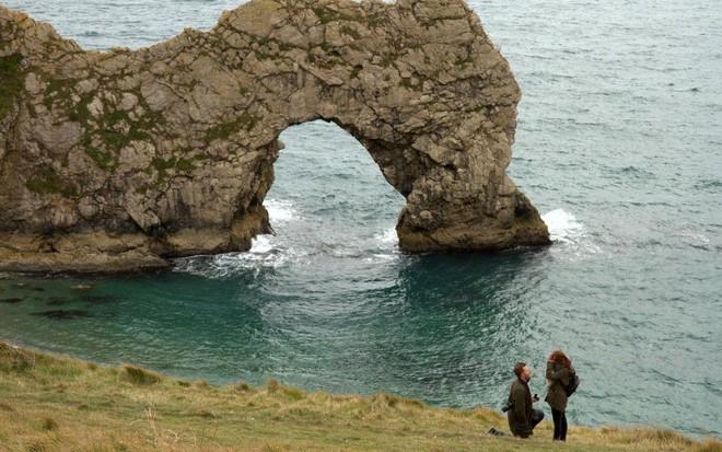 Cầu hôn bí mật ở một địa điểm đẹp như mơ, cặp đôi bỗng dưng bị cư dân mạng lùng sục điên đảo - Ảnh 2.