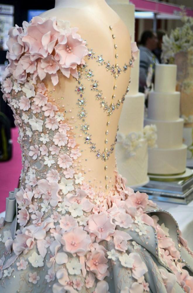 Bánh gato hay váy cưới? Ngay cả khi tận miệng nếm thử có thể bạn cũng không thể tin nổi - Ảnh 4.