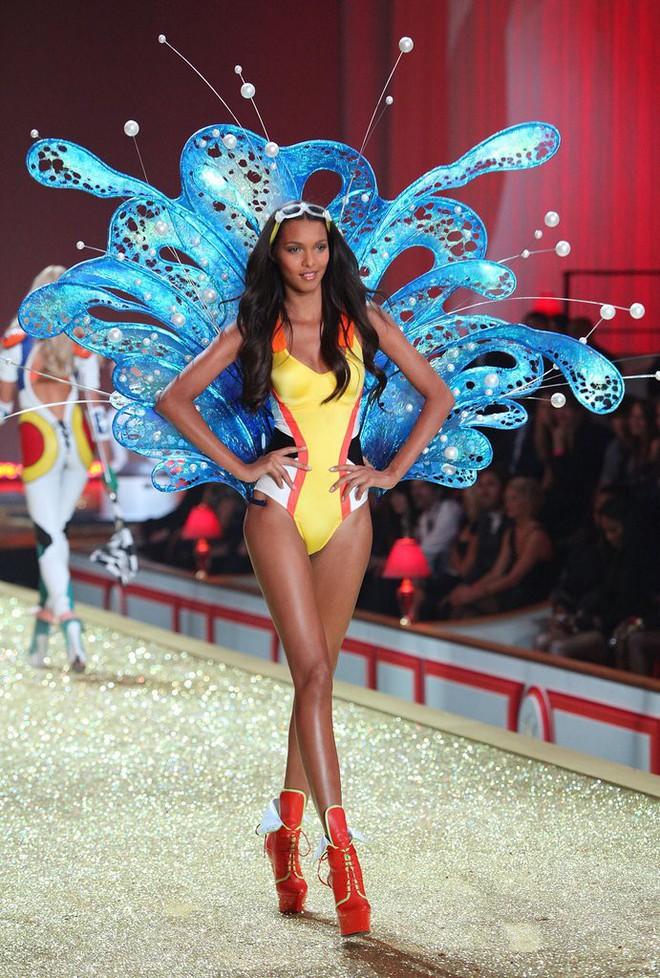 9 điều không phải ai cũng biết về Lais Ribeiro - thiên thần mặc Fantasy Bra 2 triệu đô của Victorias Secret - Ảnh 2.
