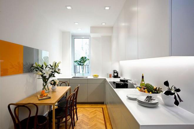Nhà bếp nhỏ đa chức năng của căn hộ này khiến ai thấy cũng mê - Ảnh 1.