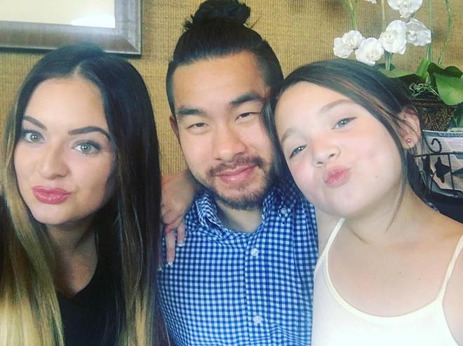 """Ông bố cơ bắp gốc Việt trở thành """"nam thần"""" của các mẹ khi mặc váy xòe múa ballet cùng con gái - Ảnh 6."""