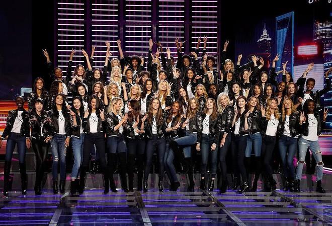 Dàn mẫu Victorias Secret xinh phát ngất trong buổi họp báo chính thức tại Thượng Hải - Ảnh 1.