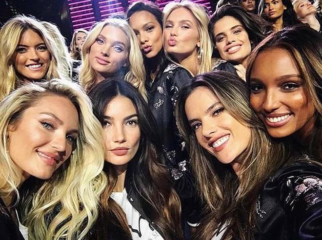 Dàn mẫu Victorias Secret xinh phát ngất trong buổi họp báo chính thức tại Thượng Hải - Ảnh 2.