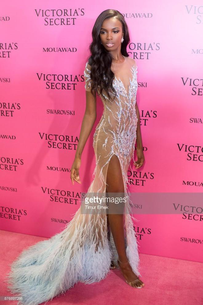 Chân dài Victorias Secret diện đầm của NTK Lê Thanh Hòa lên thảm hồng danh tiếng - Ảnh 2.