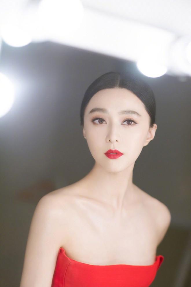 Ghép mặt Phạm Băng Băng vào ảnh người mẫu để bán hàng, các shop online ăn nên làm ra, Phạm Gia chỉ biết kêu giời - Ảnh 1.