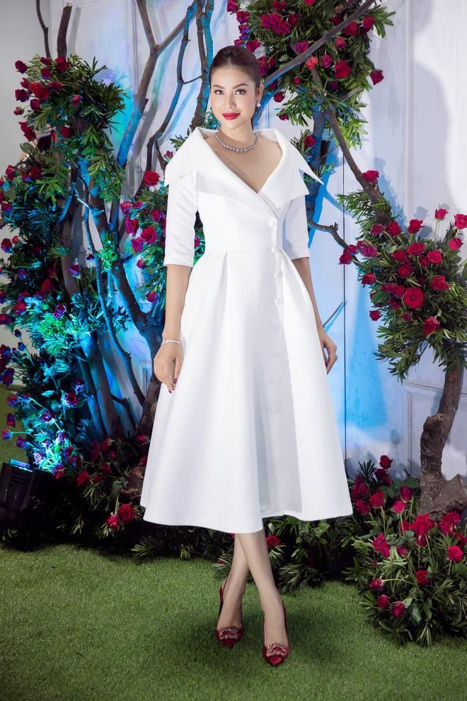 Bao nhiêu Hoa hậu hội tụ trên thảm đỏ sự kiện thời trang, nổi nhất vẫn là Phạm Hương và Đỗ Mỹ Linh - Ảnh 2.
