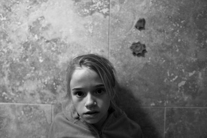 Bỏ mặc những lời cảnh báo, cặp vợ chồng vẫn quyết nhận bé gái làm con nuôi và đau đớn phát hiện một sự thật kinh khủng - Ảnh 4.