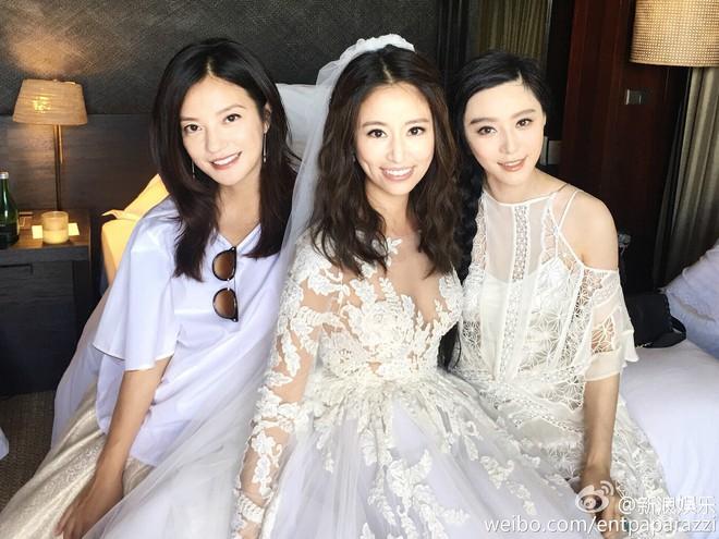 Style của bộ 3 Hoàn Châu Cách Cách: A hoàn trở thành nữ hoàng thảm đỏ sang chảnh lồng lộn, 2 công chúa lại đơn giản, nhẹ nhàng bất ngờ - Ảnh 2.