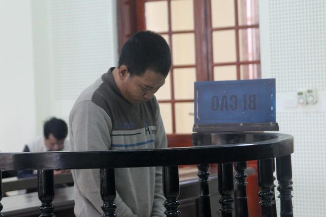 Người cha lãnh án 13 năm tù vì hiếp dâm con gái ruột - Ảnh 1.