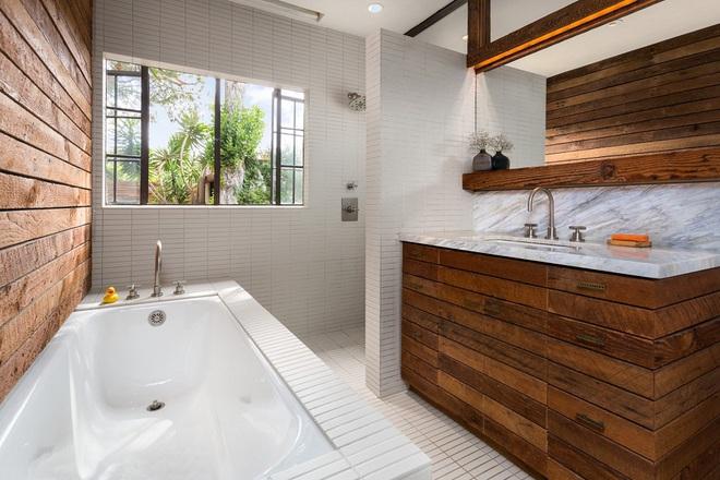 Những nhà tắm bằng gỗ chỉ liếc mắt trông qua cũng đủ khiến bạn xao xuyến - Ảnh 11.