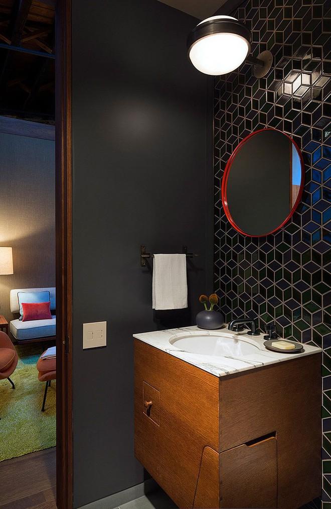 Nhà máy xà phòng cũ được cải tạo thành không gian sống đẹp đến khó tin - Ảnh 11.
