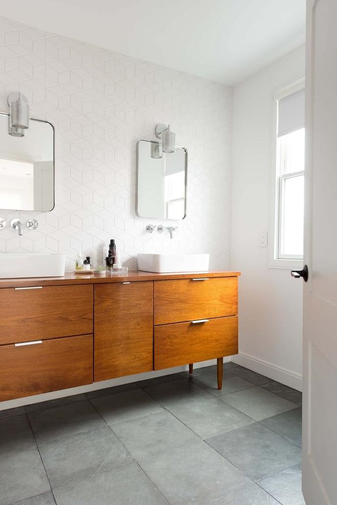 Nhìn ngắm vẻ đẹp khiến tim bạn rụng rời của những mẫu phòng tắm mang phong cách Midcentury - Ảnh 11.