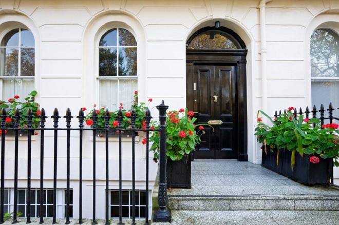 Muôn kiểu cửa nhà có hoa khiến ai ai đi qua cũng phải ngoái nhìn - Ảnh 11.