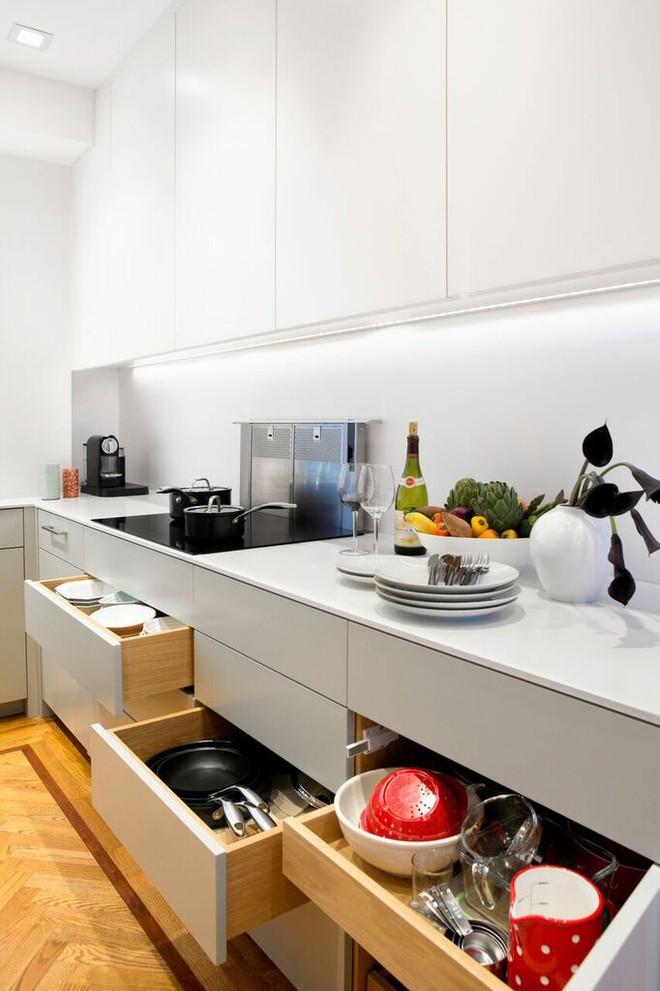 Nhà bếp nhỏ đa chức năng của căn hộ này khiến ai thấy cũng mê - Ảnh 11.