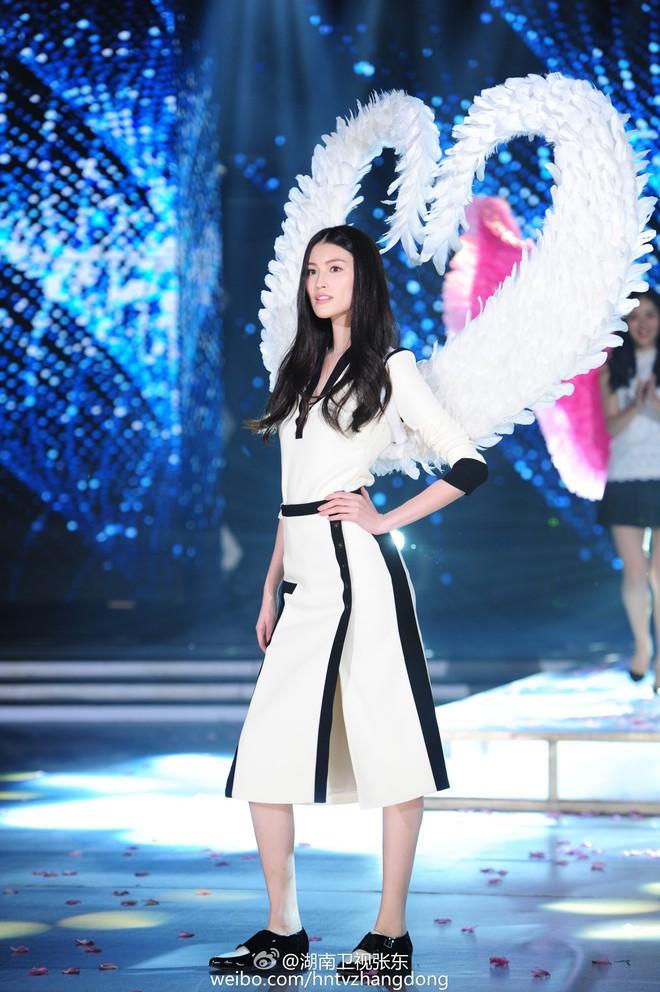 Hóa ra Dương Mịch, Angela Baby... đều đã từng đeo cánh ăn theo các thiên thần Victorias Secret và trổ tài catwalk - Ảnh 11.