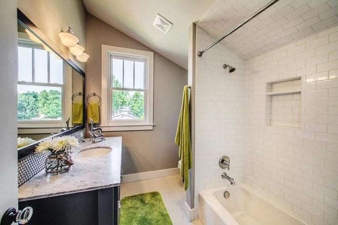 14 mẫu nhà tắm gác mái chỉ cần nhìn qua đã thấy ưng mắt - Ảnh 11.