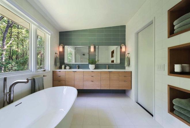 Nhìn ngắm vẻ đẹp khiến tim bạn rụng rời của những mẫu phòng tắm mang phong cách Midcentury - Ảnh 12.
