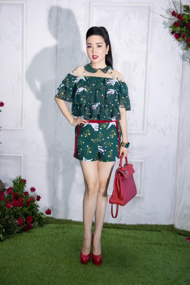 Bao nhiêu Hoa hậu hội tụ trên thảm đỏ sự kiện thời trang, nổi nhất vẫn là Phạm Hương và Đỗ Mỹ Linh - Ảnh 12.