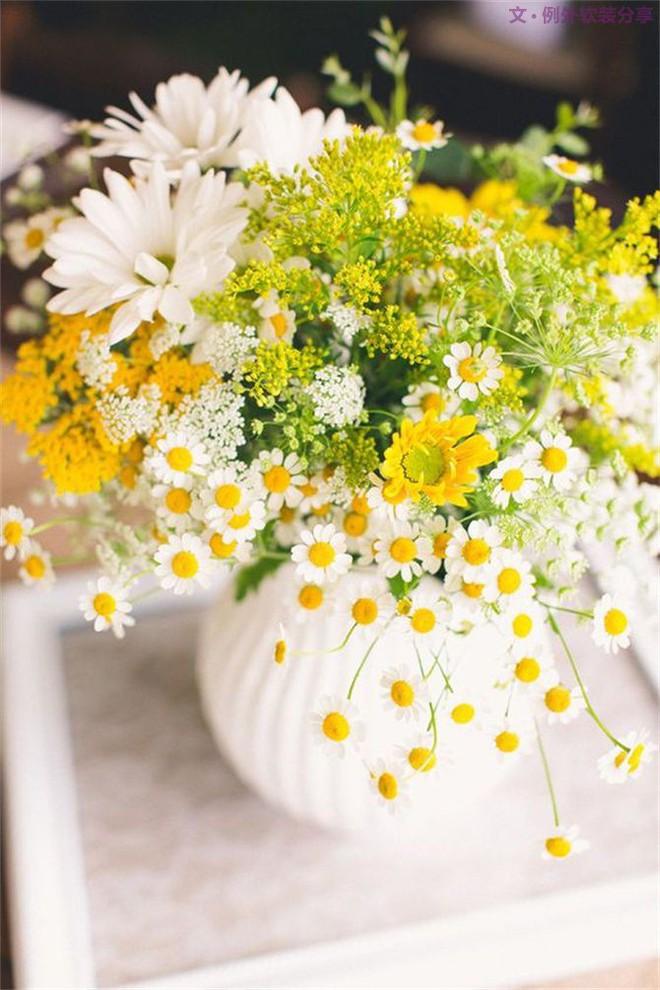 Những cách cắm hoa đơn giản giúp căn nhà từ buồn tẻ trở nên vô cùng sinh động - Ảnh 11.