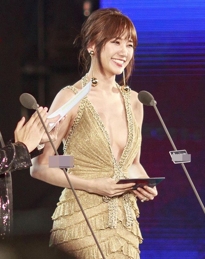 Tung bộ ảnh mới, Kỳ Duyên vô tình tạo nên màn tranh đấu váy áo với cả Tóc Tiên và Hari Won - Ảnh 11.