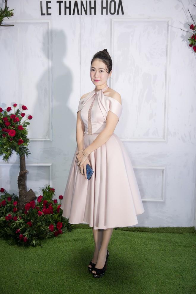 Bao nhiêu Hoa hậu hội tụ trên thảm đỏ sự kiện thời trang, nổi nhất vẫn là Phạm Hương và Đỗ Mỹ Linh - Ảnh 13.