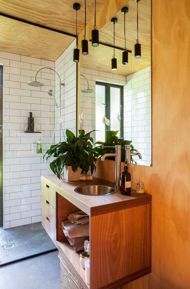 Nhìn ngắm vẻ đẹp khiến tim bạn rụng rời của những mẫu phòng tắm mang phong cách Midcentury - Ảnh 14.