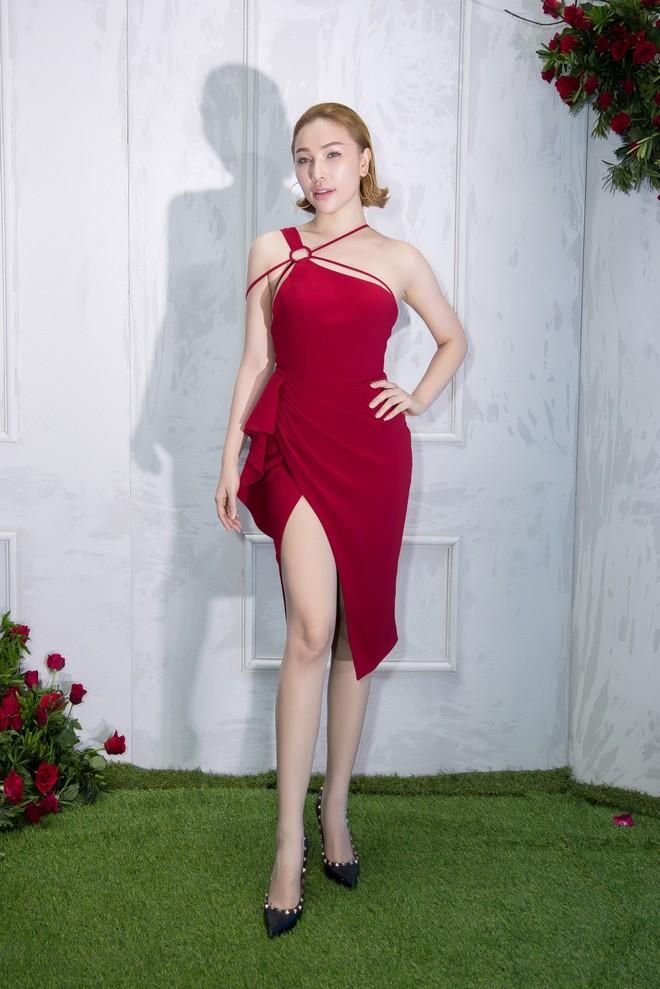 Bao nhiêu Hoa hậu hội tụ trên thảm đỏ sự kiện thời trang, nổi nhất vẫn là Phạm Hương và Đỗ Mỹ Linh - Ảnh 14.