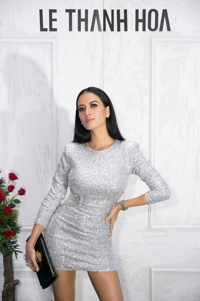 Bao nhiêu Hoa hậu hội tụ trên thảm đỏ sự kiện thời trang, nổi nhất vẫn là Phạm Hương và Đỗ Mỹ Linh - Ảnh 15.