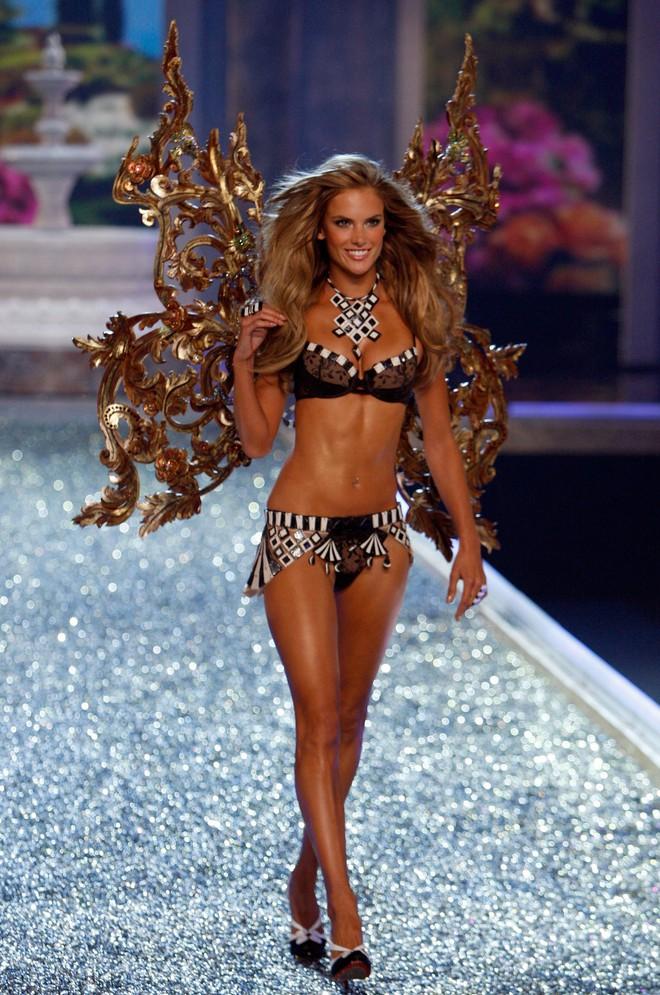 Alessandra Ambrosio chính thức giải nghệ sàn diễn Victorias Secret, giã từ cánh thiên thần sau 14 năm gắn bó - Ảnh 17.